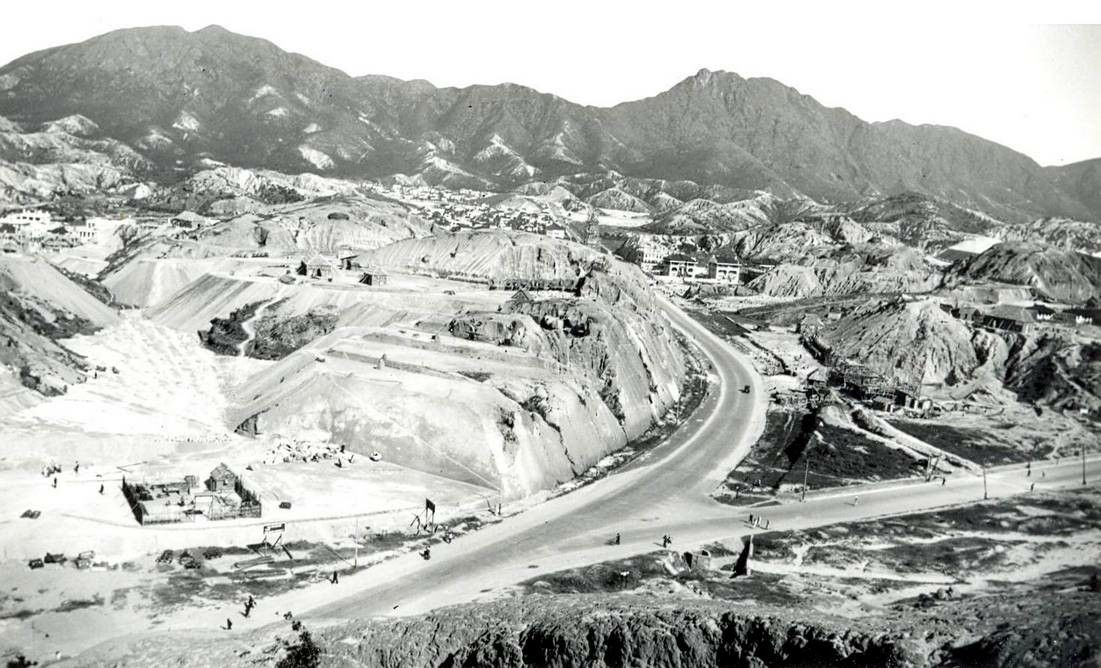 1930s Site Formation In Progress The Valley Was Being Filled Up And Two Granite Hills Levelled Argyle Street Waterloo Ro With Images Argyle Street Waterloo Road Photo