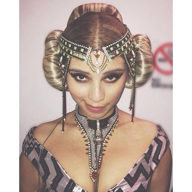 Looking like princess Leia