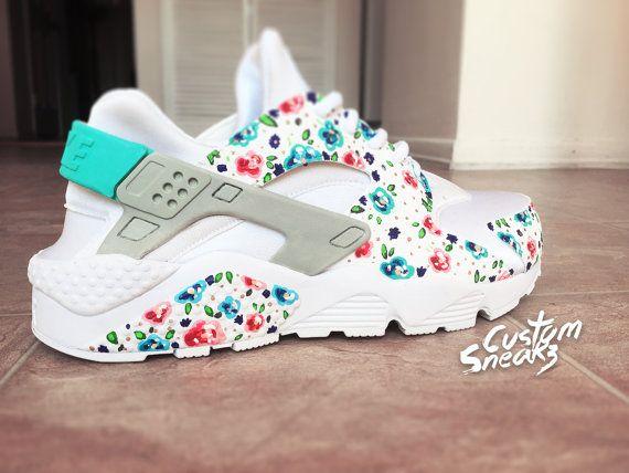 52c297346f1399 Nike Huarache Custom Floral pour femme, blanc sur blanc Womens Custom Nike  Huarache, bleu sarcelle, peint à la main