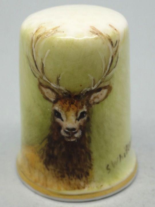Deer. Dunheved. Firmado S. Whitcombe. 7/83. Thimble-Dedal-Fingerhut.