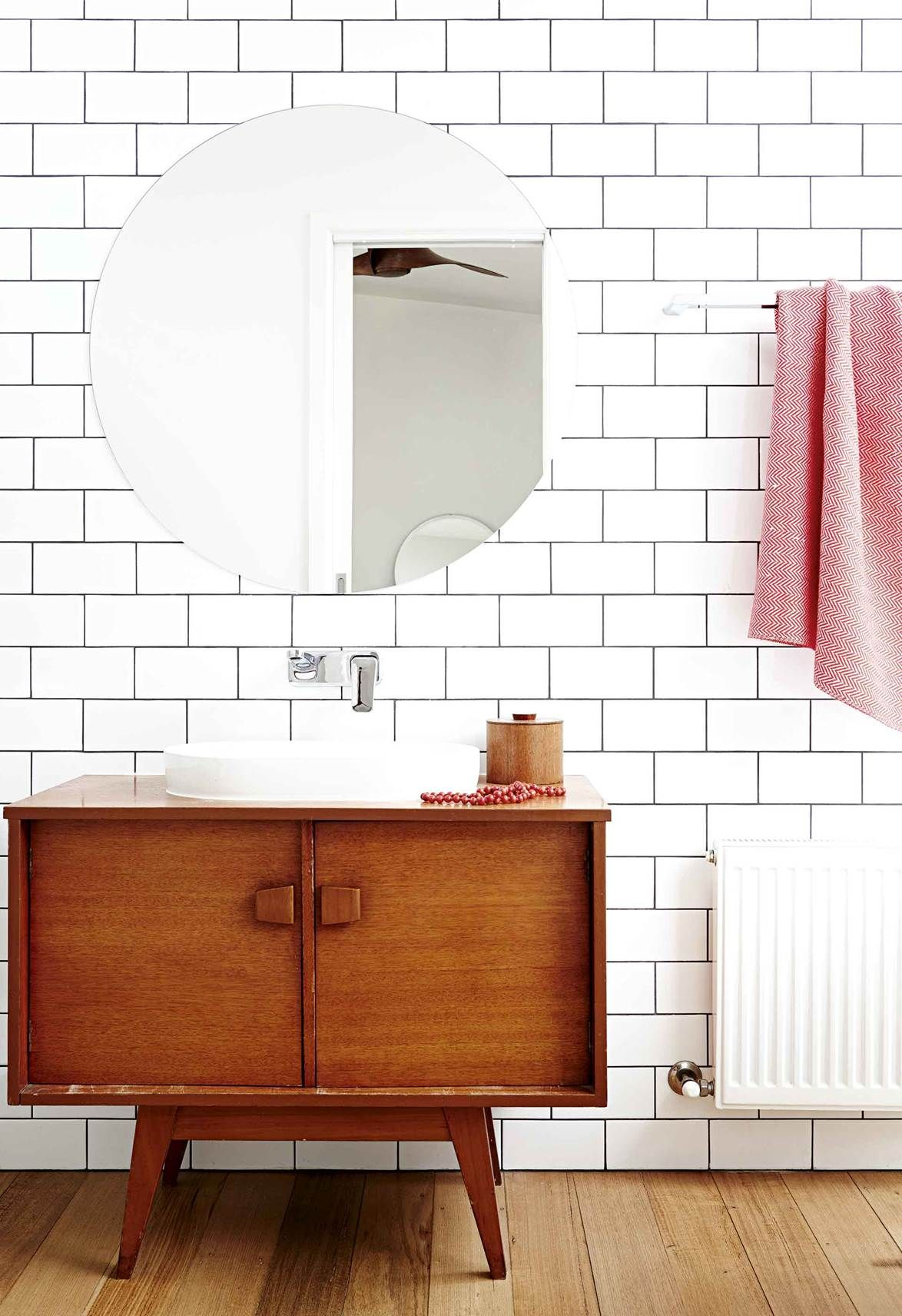 A Mid Century Weatherboard House Was Given A Retro Revamp Retro Bathrooms Mid Century Modern Bathroom Mid Century Bathroom Vanity [ 1712 x 1174 Pixel ]