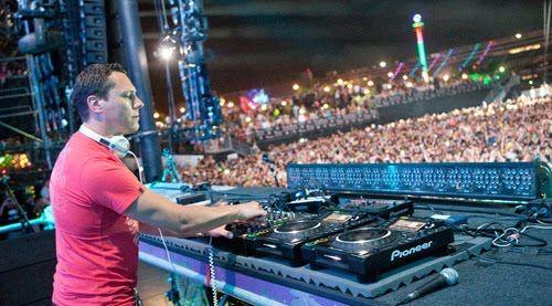 Dj Tiesto | Club Life | Dj setup, Dj booth, Edm festival