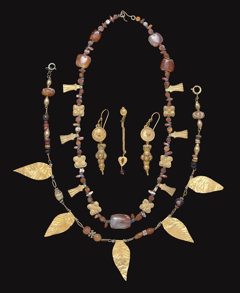 A GROUP OF ROMAN GOLD JEWELRY ELEMENTS CIRCA 1ST3RD CENTURY