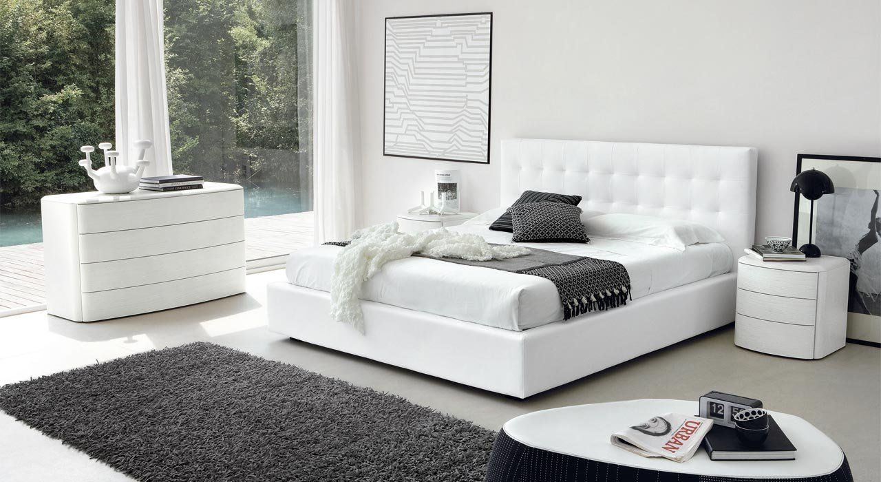 L'appartamento è spazioso e molto luminoso, con bella vista, può contare 5 camere da letto, 2 bagni, cucina e soggiorno/sala da pranzo. Sme Camere Da Letto
