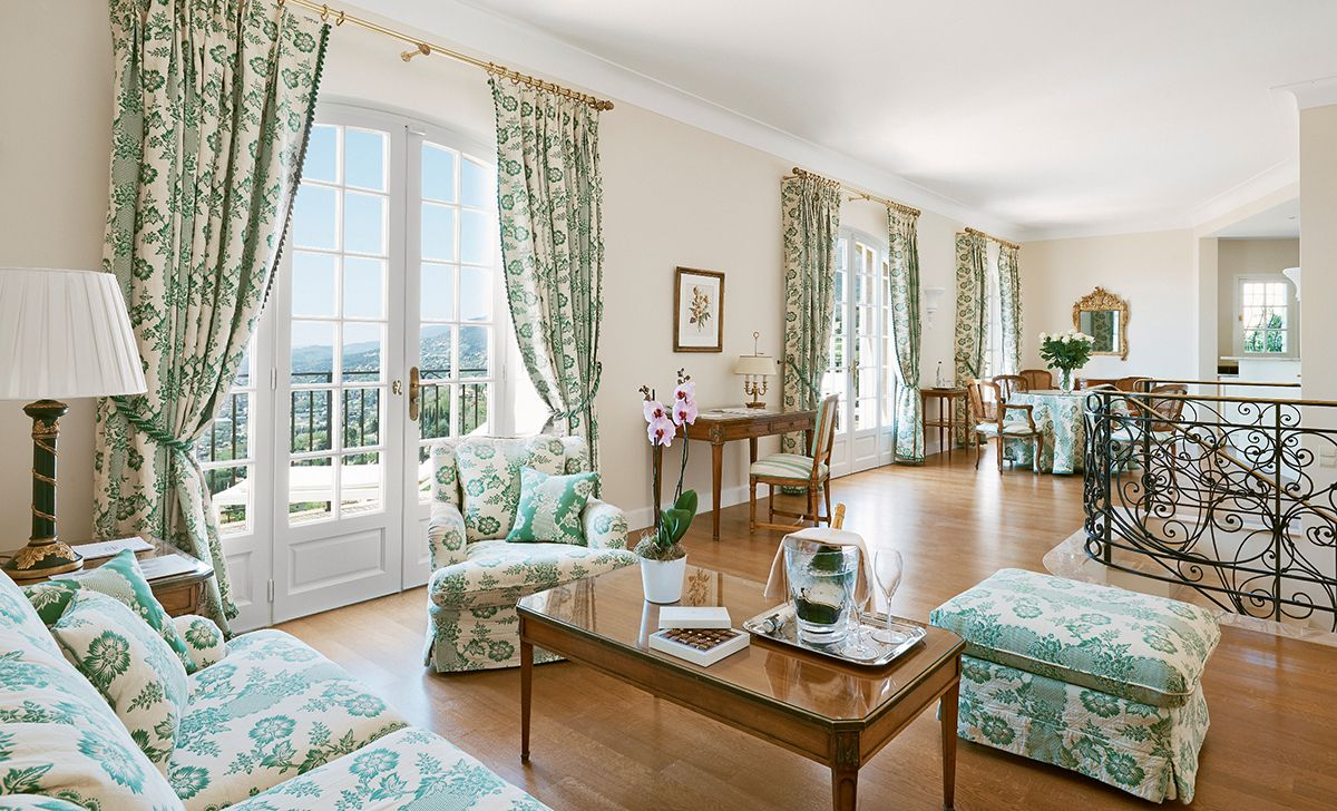 Château Saint-Martin & Spa | Luxury Hotel in Côte d'Azur, #France:  Mansion-hotel on 35 hillside acres with panoramic views of the French Riviera near Saint- Paul de Vence, 30 minutes north of #Nice. Forty beautifully appointed rooms (garden views) and Junior Suites (all with private balconies and sea views), plus six one-, two- or three-bedroom villas. #hideawayoftheday