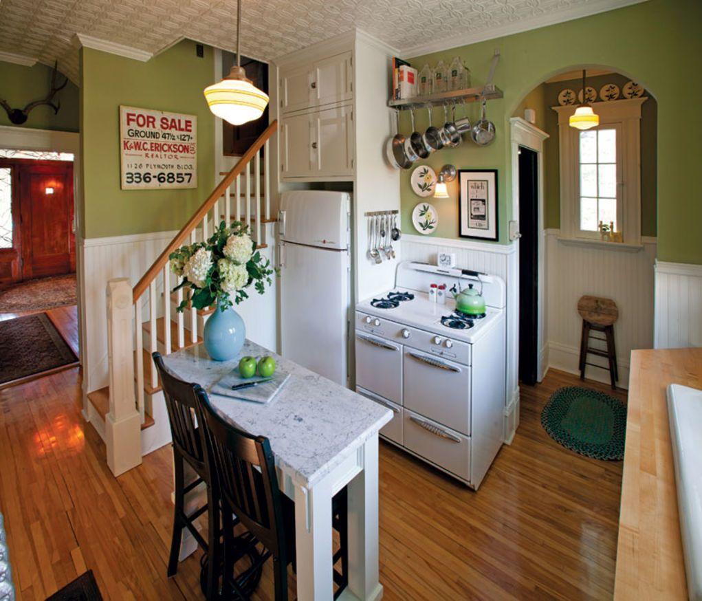 sunny 1940s-inspired kitchen | køkkenskabe