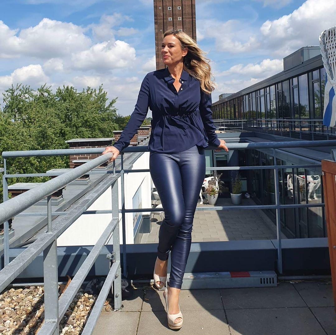 Gefallt 1 470 Mal 145 Kommentare Birgit Von Bentzel Birgitvonbentzel Auf Instagram Aufregende Sporttage Mit Der Europa Leag Fashion Style Leather Pants