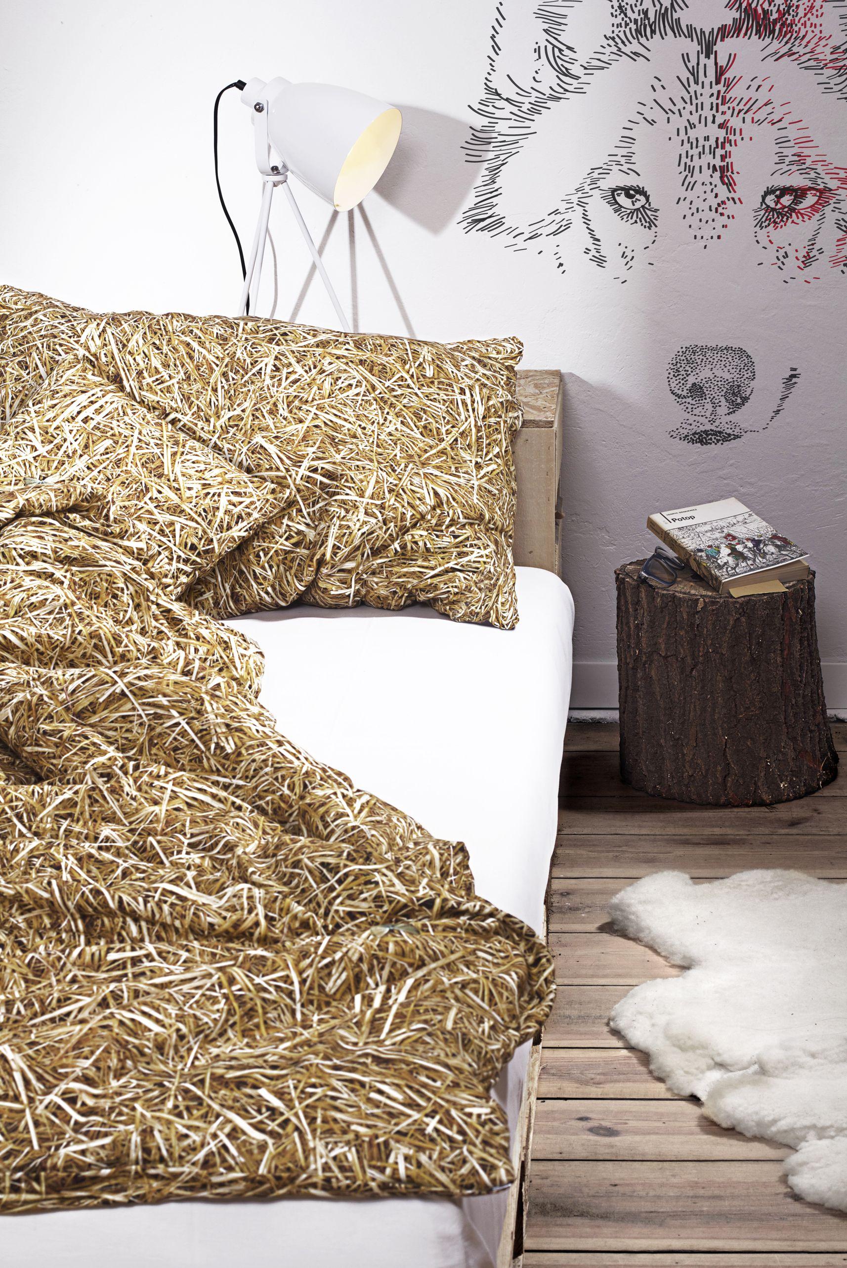 Holt euch den Sommer ins Schlafzimmer zurück Unsere Bettwäsche mit fotorealistischem Stroh Design sorgt