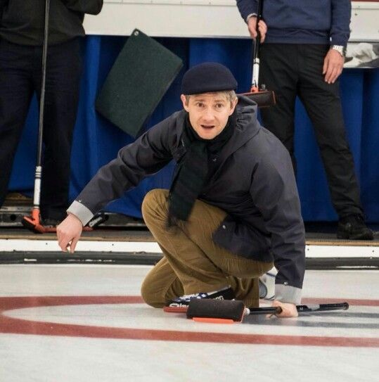 Martin Freeman learning Curling is the cutest thing ever. On a break filming Fargo in Canada 2013 @mrswoo