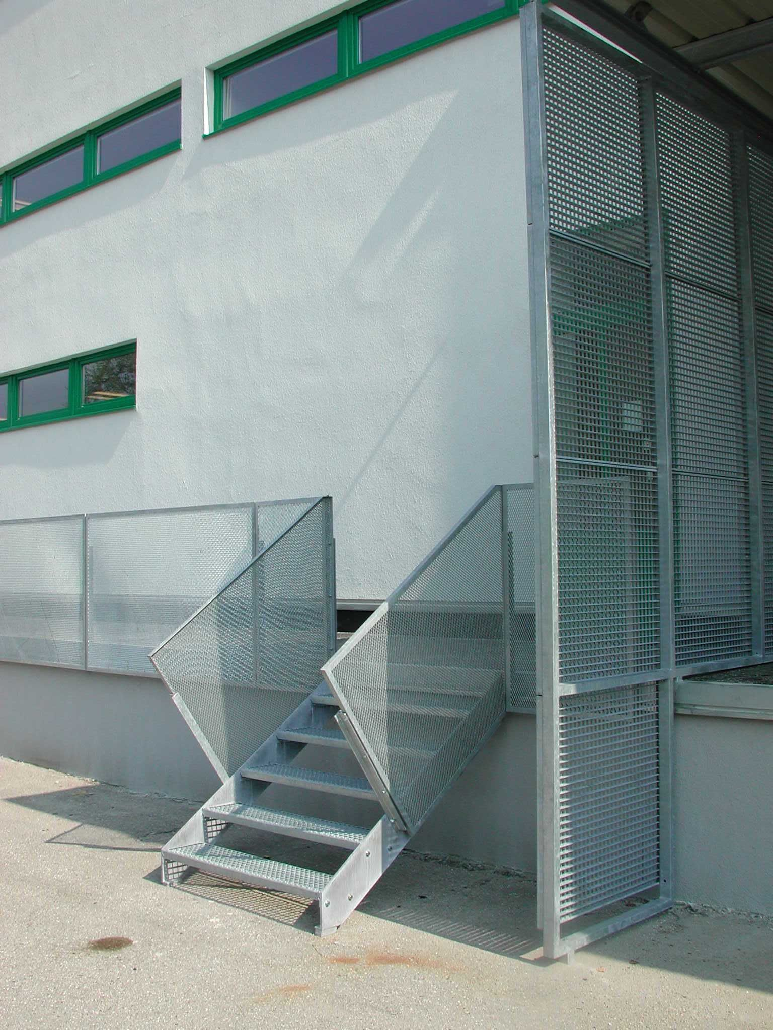Best Detail Of Commercial Building Outdoor Steps In Galvanized 400 x 300