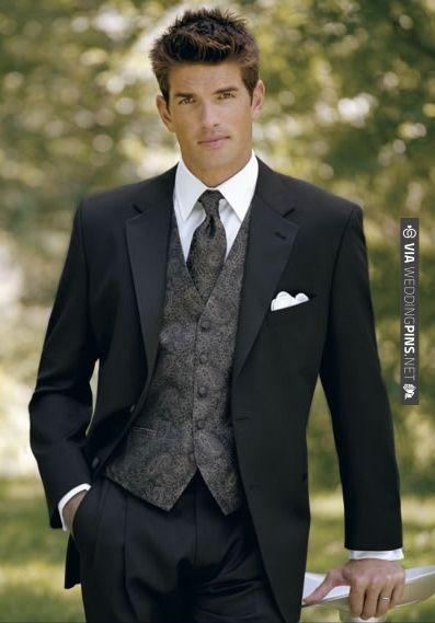 I grått med rutig väst Groom's outfit | VIA #WEDDINGPINS.NET