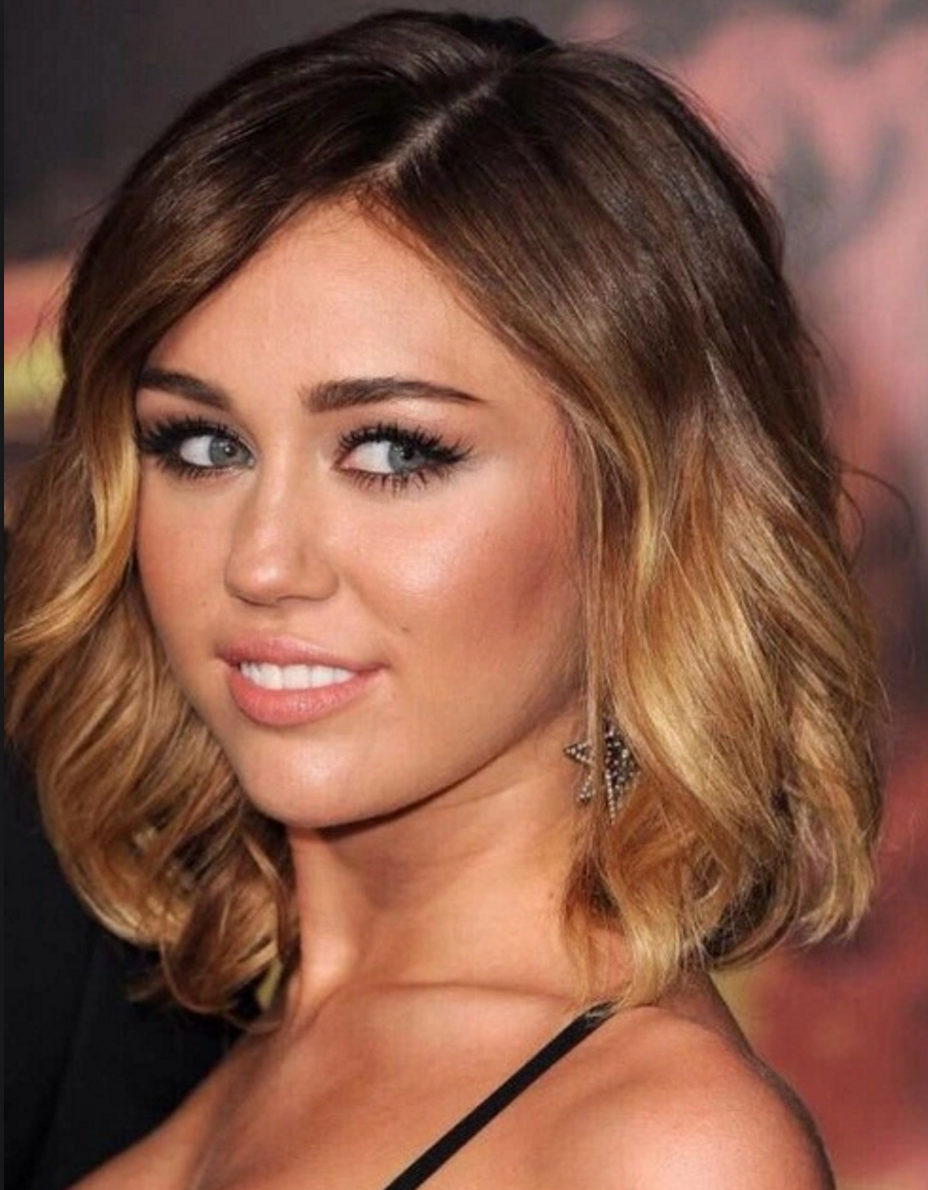 Miley Cyrus Haircolor And Hairstyle Short Bob Shoulders Length Ombre Sombre Honey Blond Ash Brown Chocolat Short Ombre Hair Short Hair Styles Thick Hair Styles