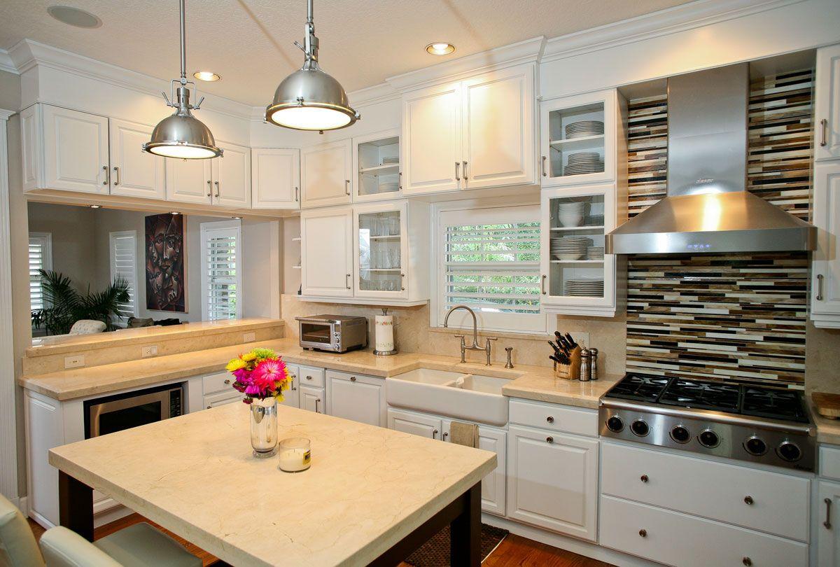 Farmhouse sink and counter/cabinet area. Crema-marphil ...