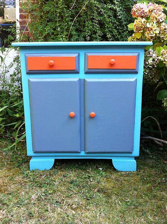 Rue-des-Relookeurs Petit meuble pop orange et bleu meubles