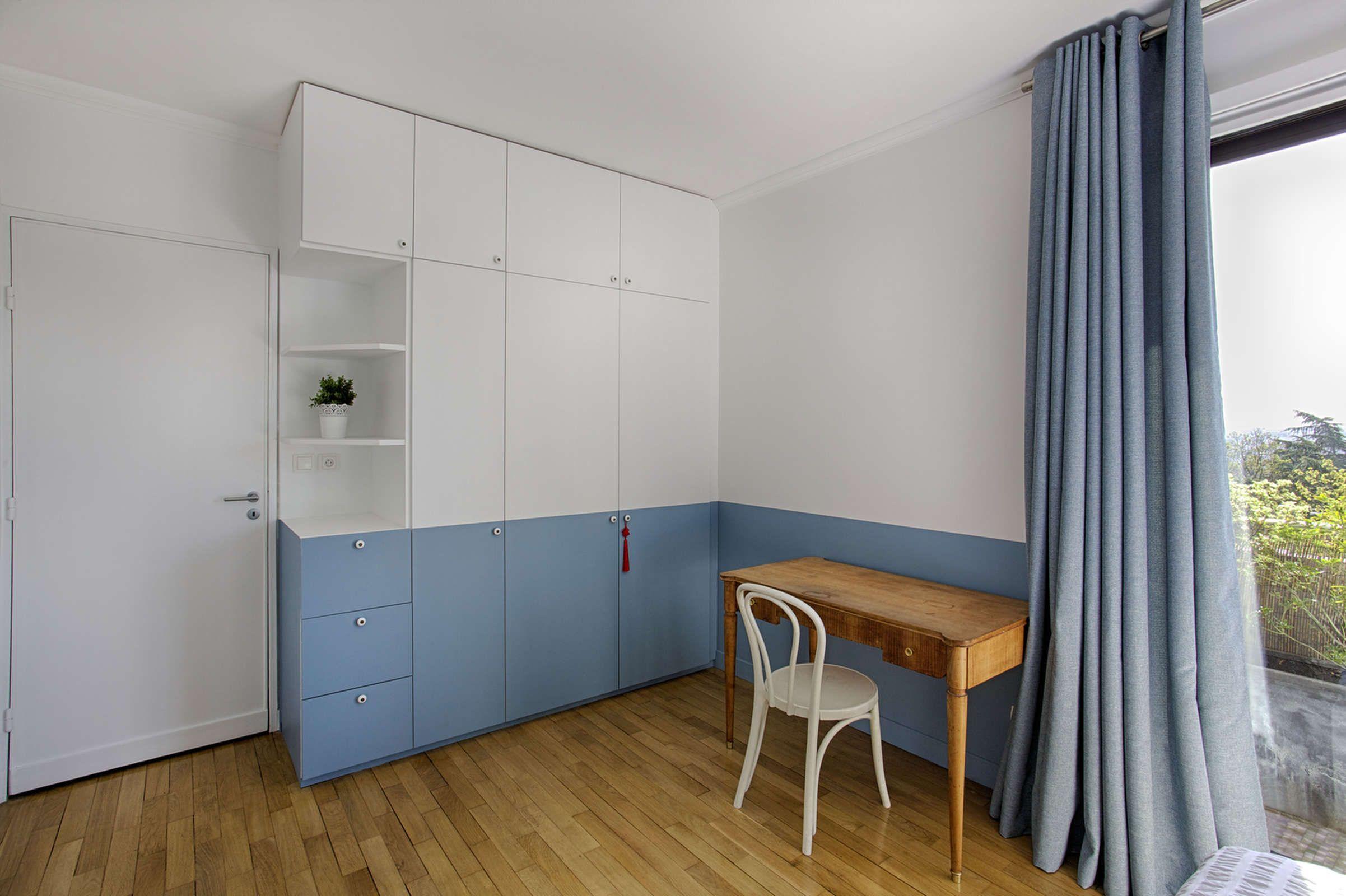 Chambre Bleu De Jeune Homme Saint Cloud Decorexpat La Touche D Agathe Decoratrice D Interieur A Poitiers Poi Decoration Maison Meuble Deco Chambre Enfant
