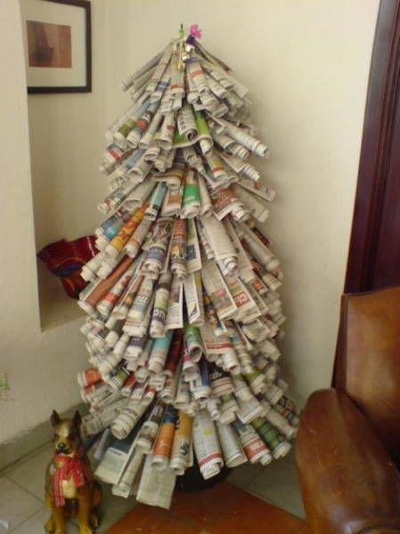 Manualidades arbol de navidad con papel de diario
