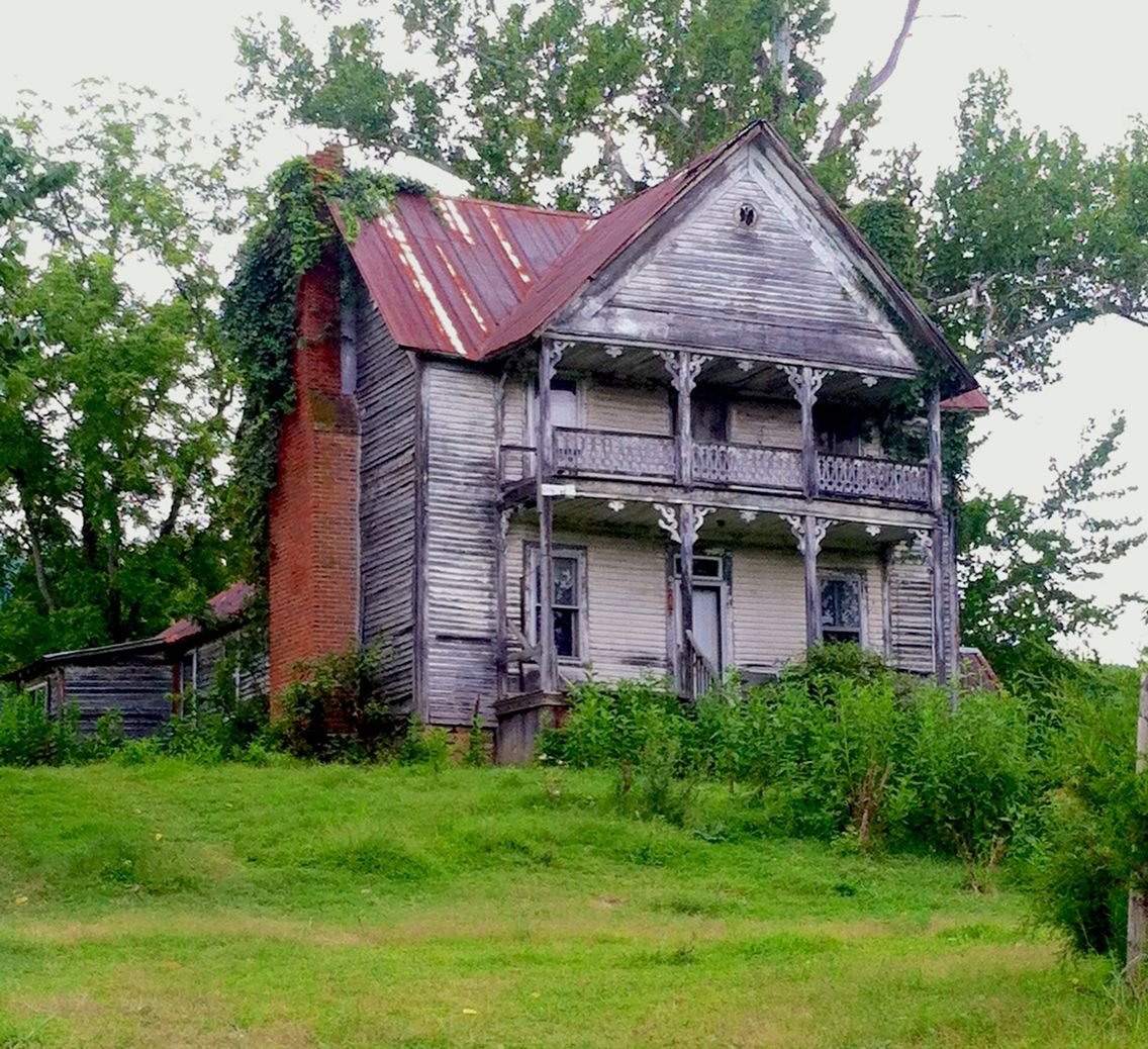 Old farmhouse located in grainger county tennessee off of for Classic house records