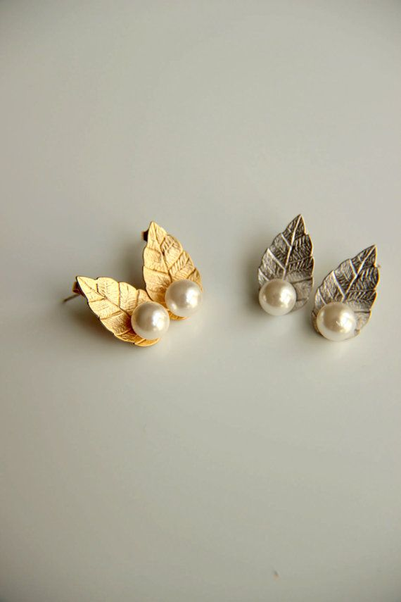 25mm wide pretty white daisy earrings with lovely leaf detail /& jewel in centre