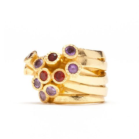 Perfect for day to night - Gold Confetti Garnet Ring #bombom #lionesquestyle