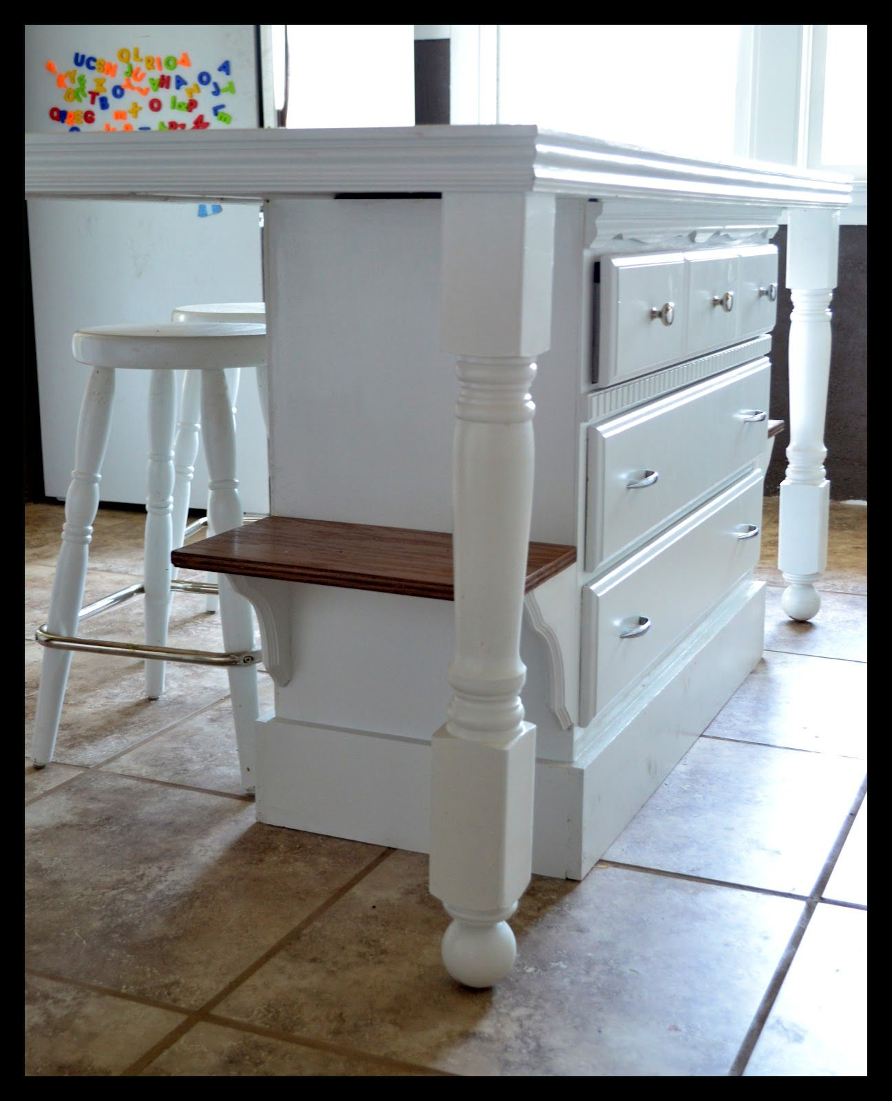 Small kitchen islands with stools small town small - Inexpensive kitchen island ideas ...