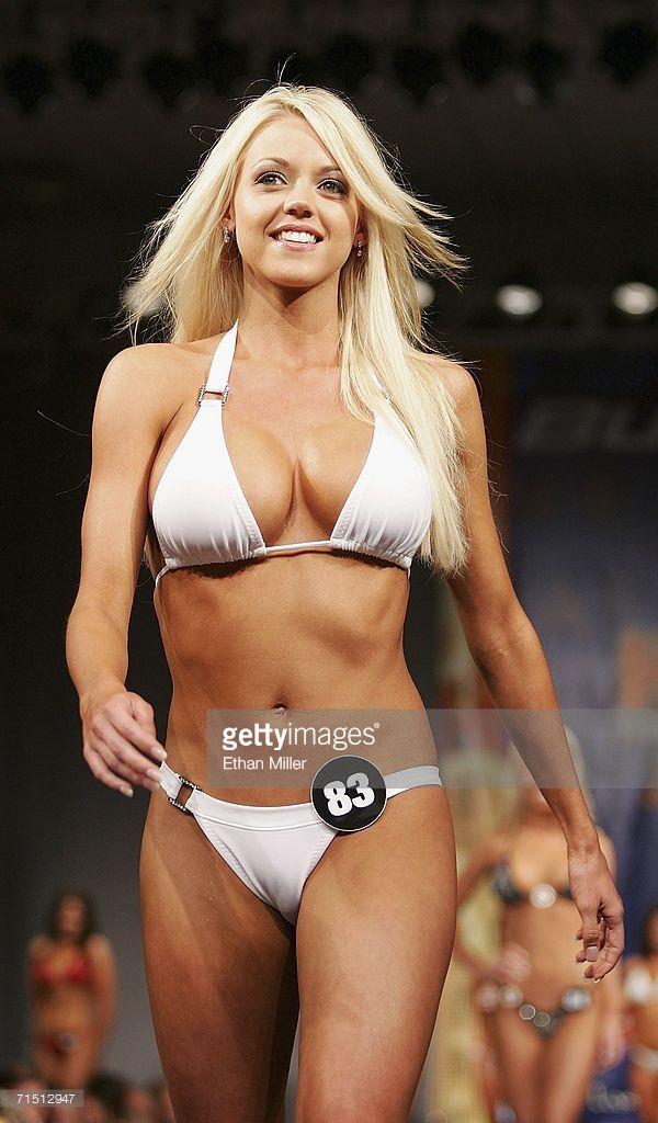 2006 Bikini Hooters Festzug