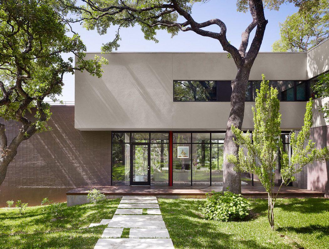Belle maison rénovée au design moderne et déco contrastée à ...