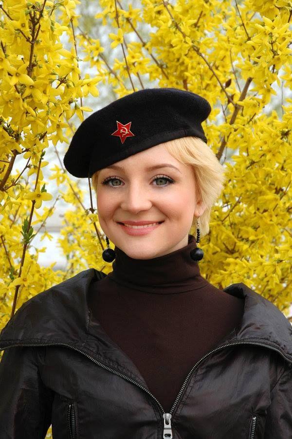 050b56c3a1 Russian army girls   Sniper   Black Beret.