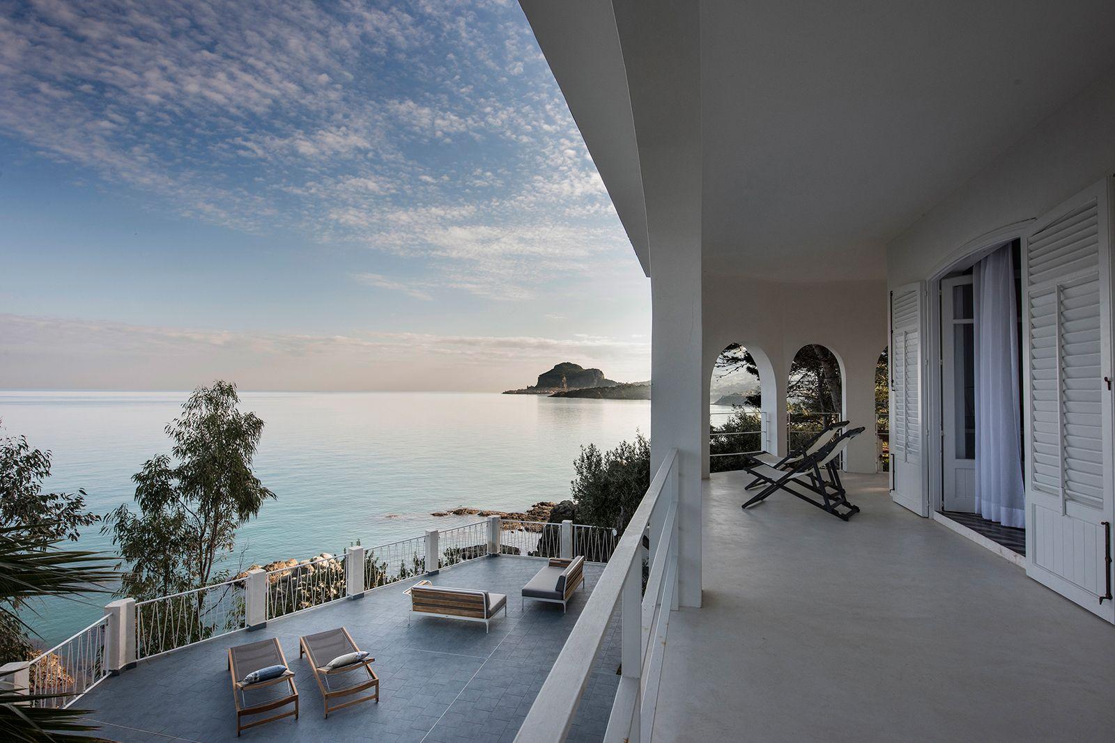 Simple Luxury Villas For Rent Villas To Rent Cefalu Cliff Villa Holiday Home Island Villa Villa Rental