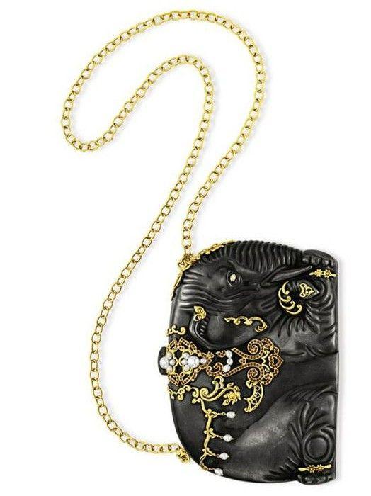 Сумочка Чёрный слон с бриллиантами, рубинами, и культивированным жемчугом, подарок Майкла Джексона на день рождения.