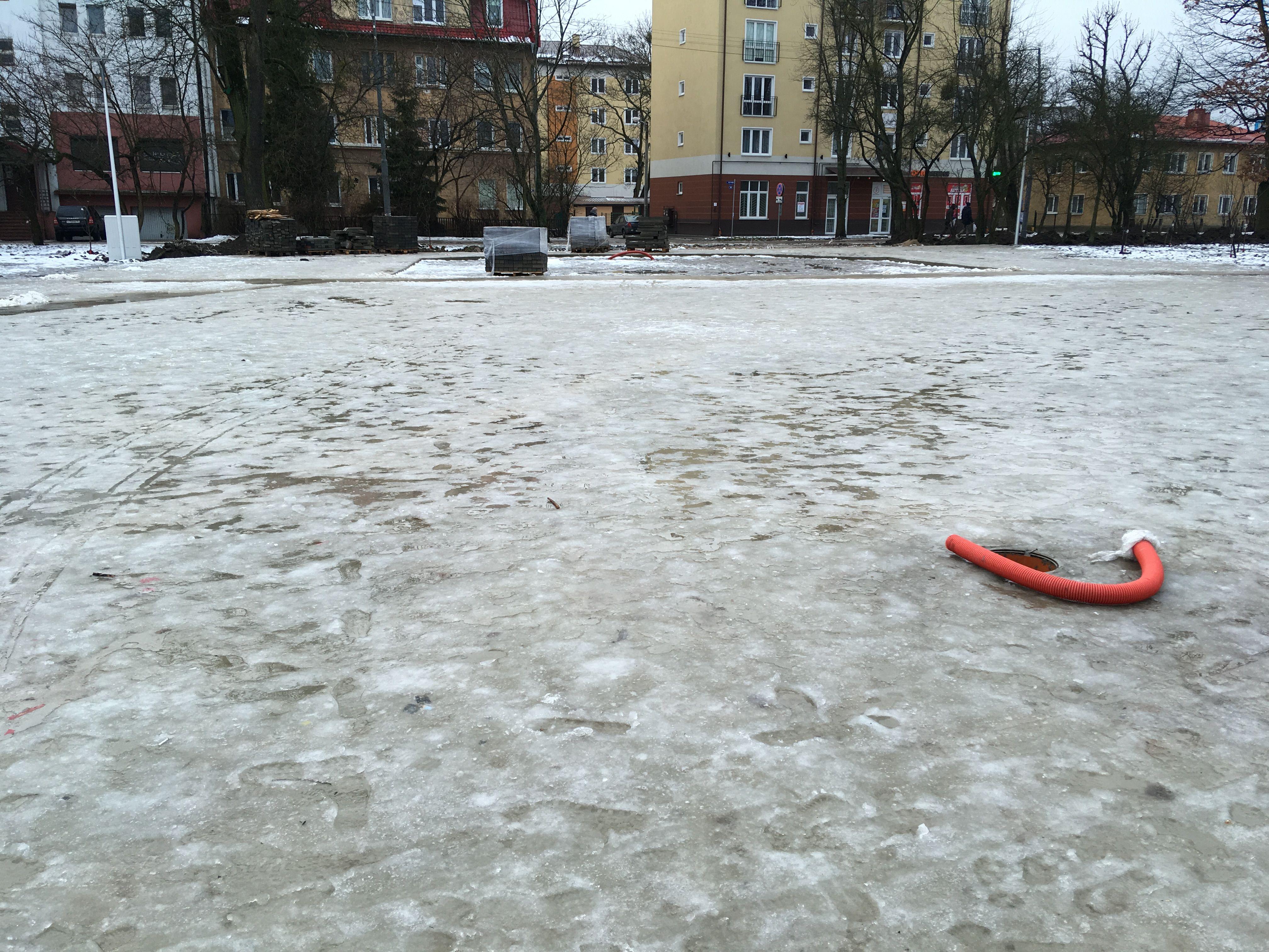 Площадка перед будущей сценой на Летнем озере