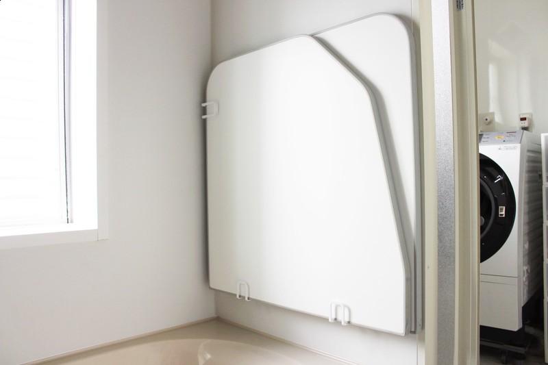 Towerの マグネット風呂ふたホルダー でお風呂のふたが浮かせられるよ 風呂蓋 浴室 壁 お風呂