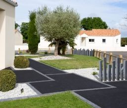 Entree allee acces en enrobe chainage paves paysagiste for Arranger son jardin