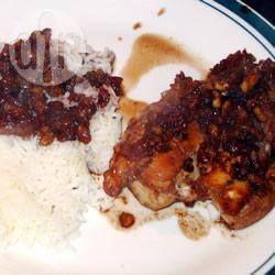 Hähnchen mit Granatapfel-Walnusssauce (Khoresht Fesenjaan)