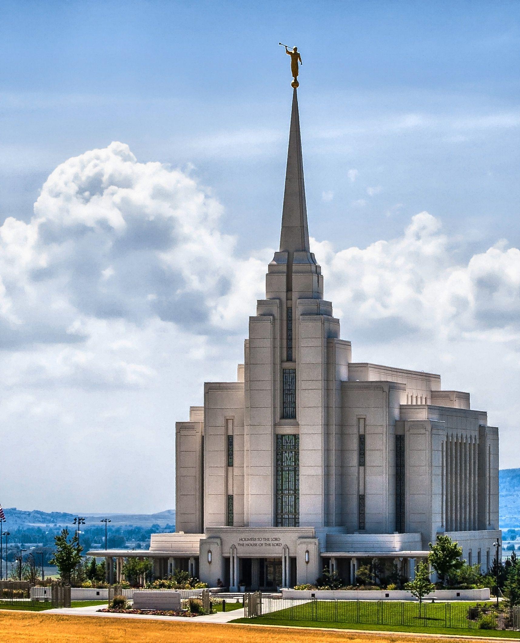 O templo mórmon de Idaho Falls tem muitos elementos em sua arquitetura que remonta ao movimento