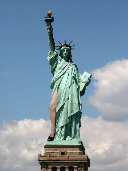 Statue of Liberty Legbomb