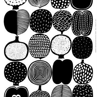 Dieser wunderbare Marimekko-Stoff geht auf die finnische Designerin Aino-Maija Metsola zurück, die hier stilisierte Früchte in verschiedenen Farbstellungen zu einem wunderbaren Retro-Motiv kombiniert hat.