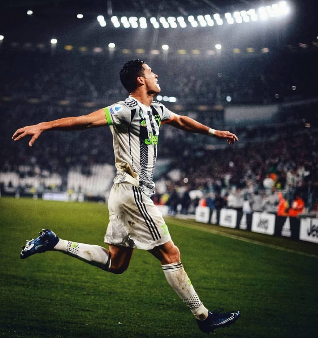 Best Footballe Player Hd Wallpaper Photos For Mobile Football Wallpaper Football Poster Football Images