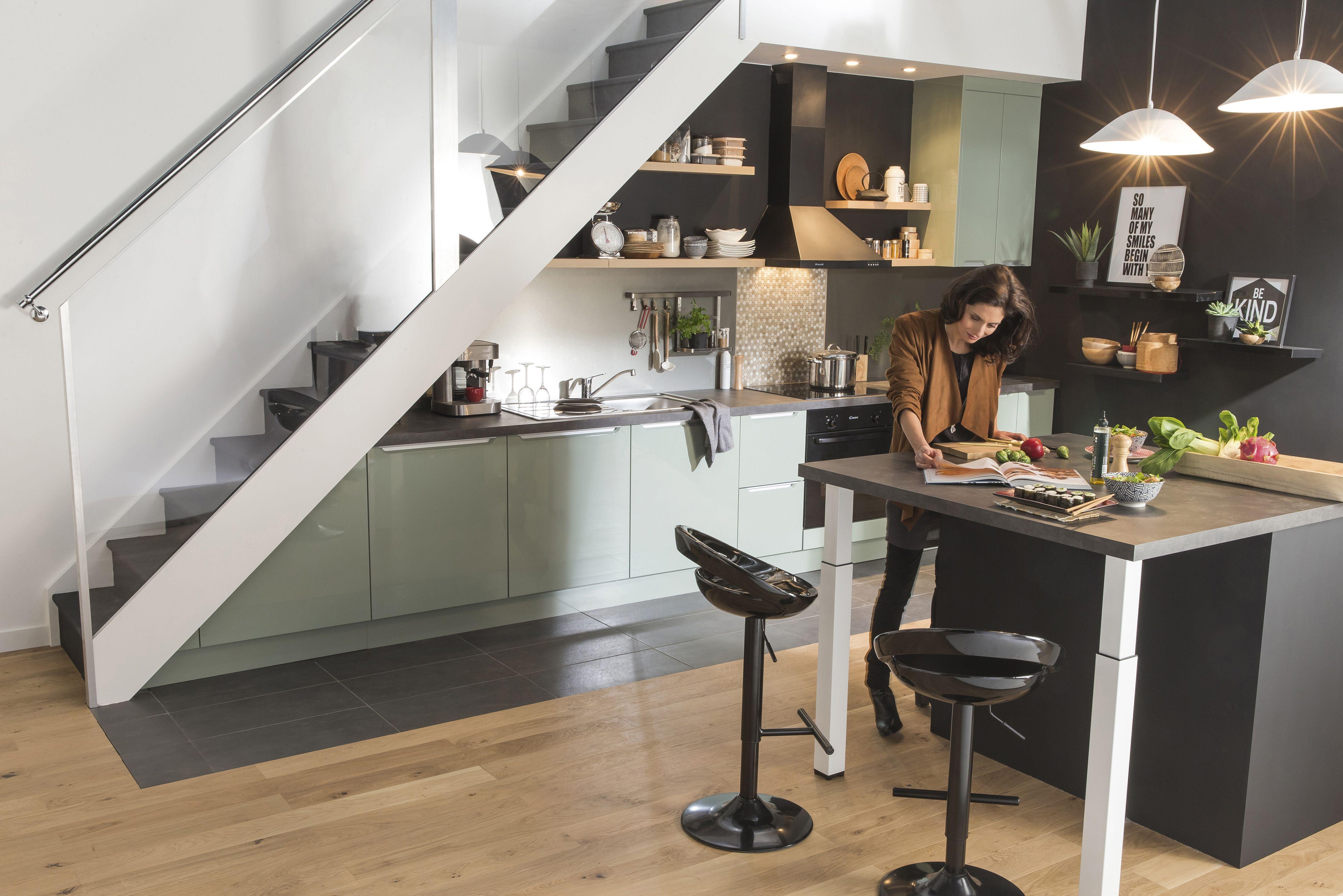 cuisine pratique sous l'escalier. #cuisine #rangement | cuisine