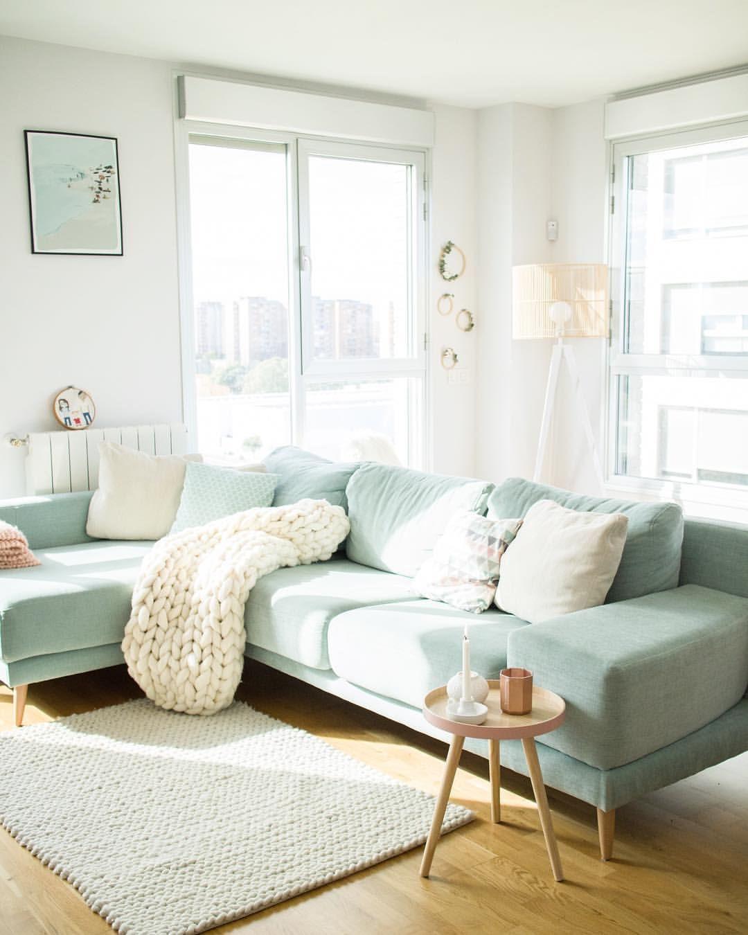Salon Pastel Con Sofa Mint Pastel Living Room Mint Living Rooms Green Sofa Living Room