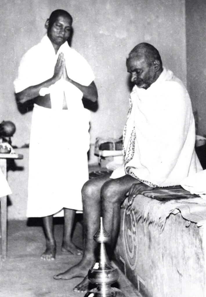 Swami Muktananda with Bhagavan Nityananda | Siddha yoga, Kriya, Yogi
