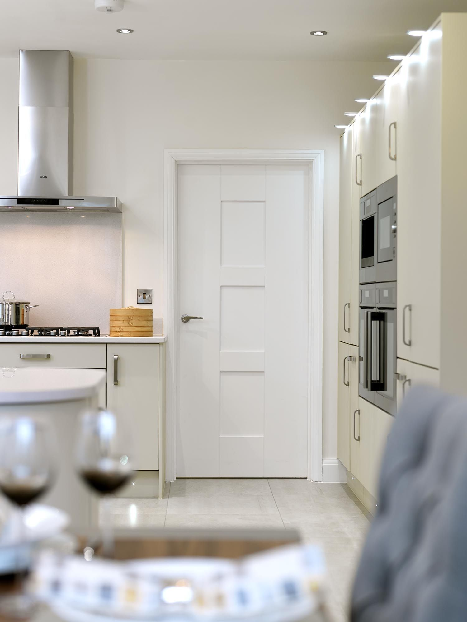 Contemporary #Whitedoor Looking Rather Stylish In This Modern Kitchen Jb