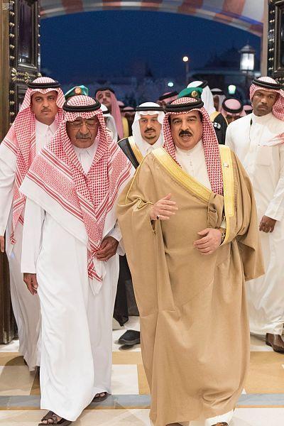 الأمير مقرن بن عبدالعزيز يستقبل المعزين في وفاة الأمير منصور بن مقرن رحمه الله صحيفة وطني الحبيب الإلكترونية Fashion Saree Sari