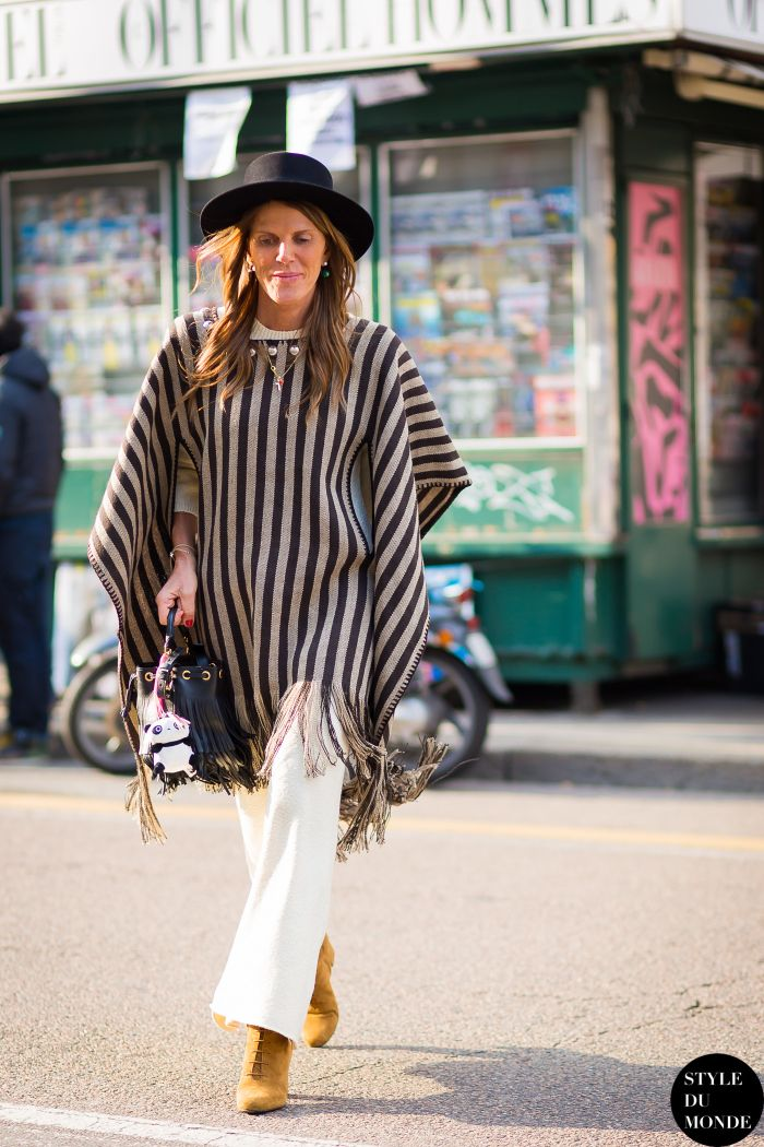 #AnnaDelloRusso stopping traffic in a striped poncho. Milan