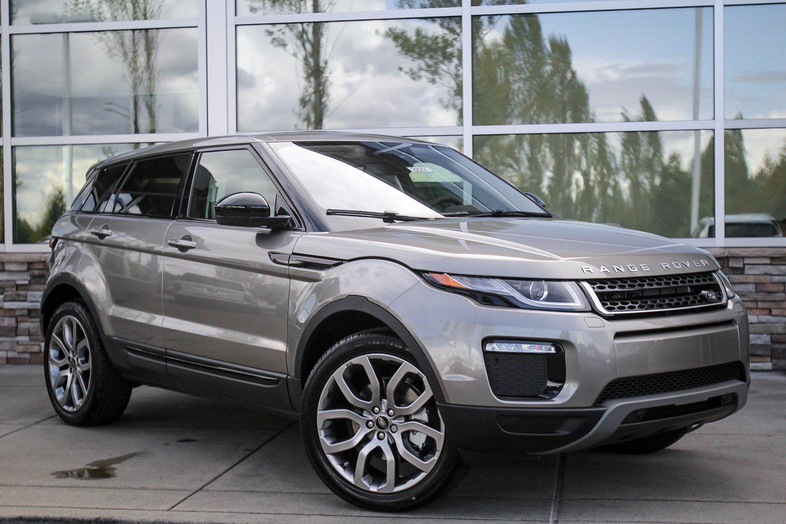 Land Rover Bellevue >> 104 New Cars Suvs In Stock Redmond Land Rover Range Rover Land