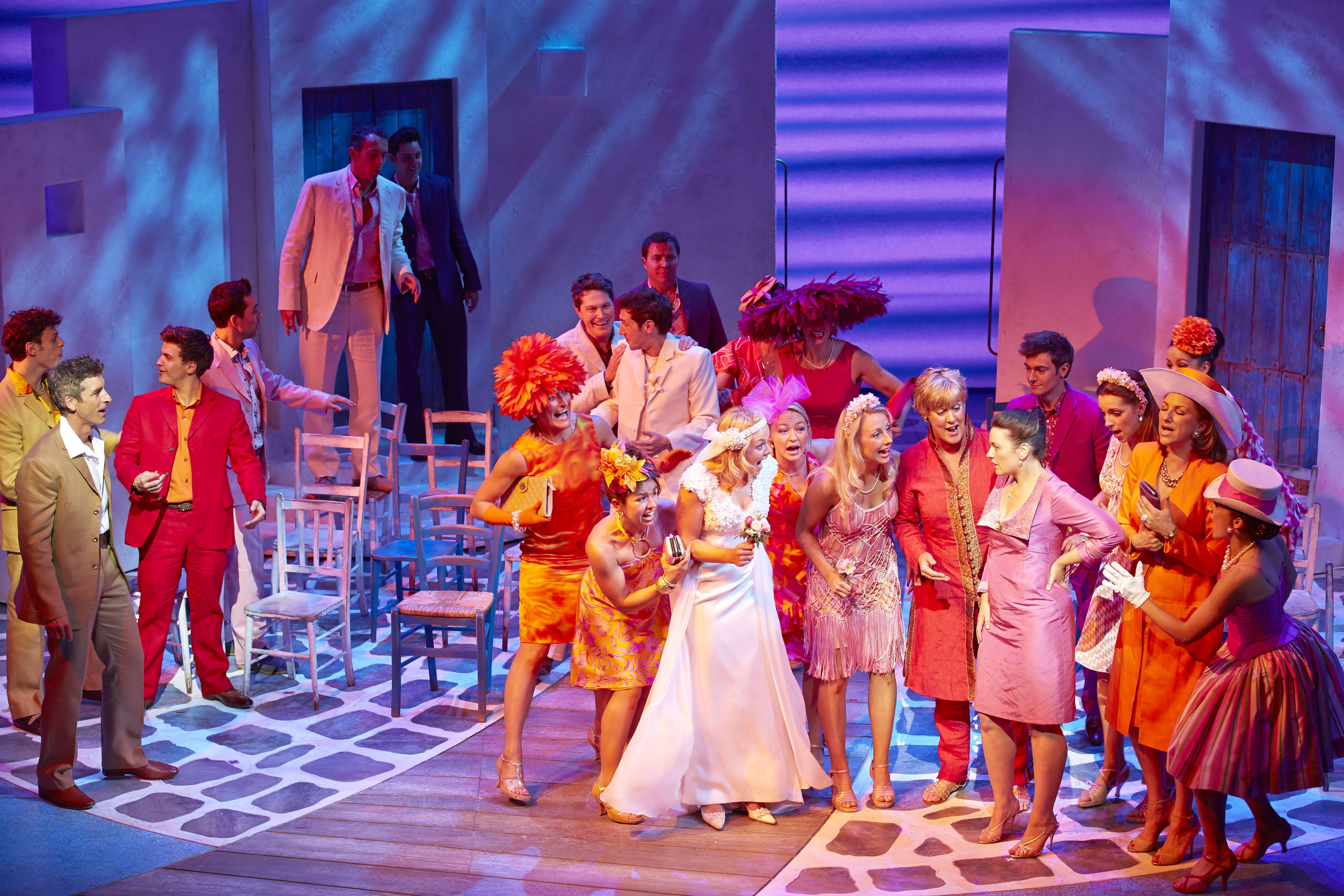 Mamma Mia Novello Theatre Image West End Cast Of Mamma Mia Credit Brinkhoff Mogenburg Http Www Londonmacadam Com