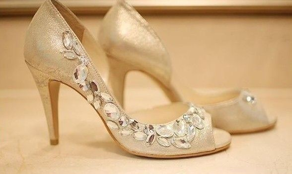 17 Best images about Wedding shoes on Pinterest | Pump, Gold ...
