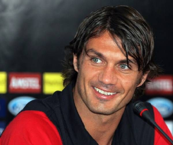 Paolo Maldini Italian Football Player Paolo Maldini Paolo Soccer Training