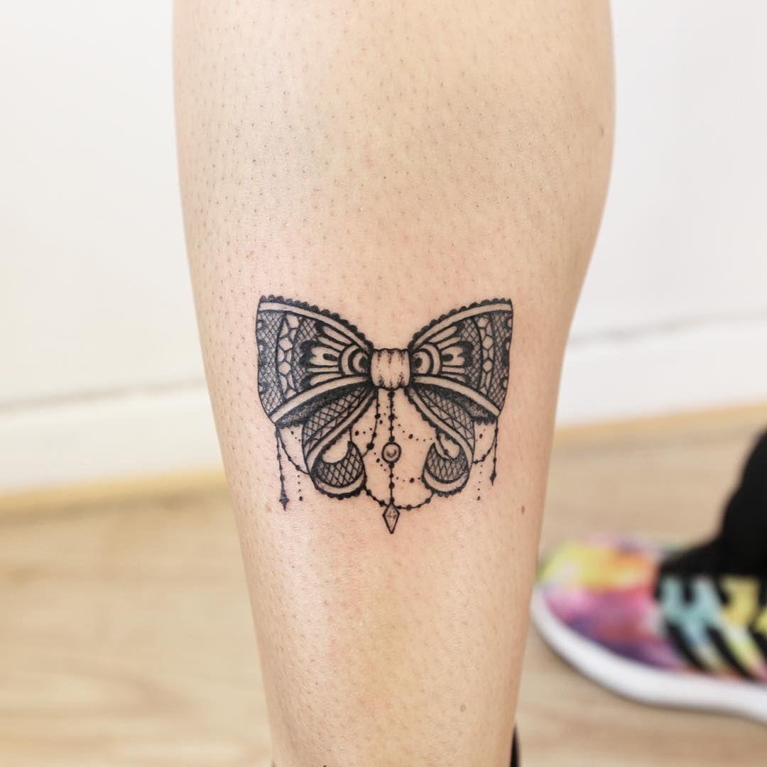 ornamental bow tattoos on women pinterest tattoo ideen schleifen und schleife. Black Bedroom Furniture Sets. Home Design Ideas