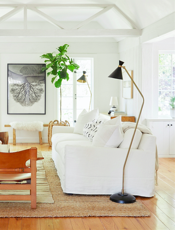 Serene living room decor with Mid-century Modern design style in Jenni Kayne's California home. #midcenturymodern #serene #livingroomdecor