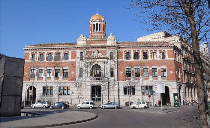 Post Office Girona A Travel Guide Of Girona For Kids By Kids Culture Ajuntament De Girona Girona Building House Styles